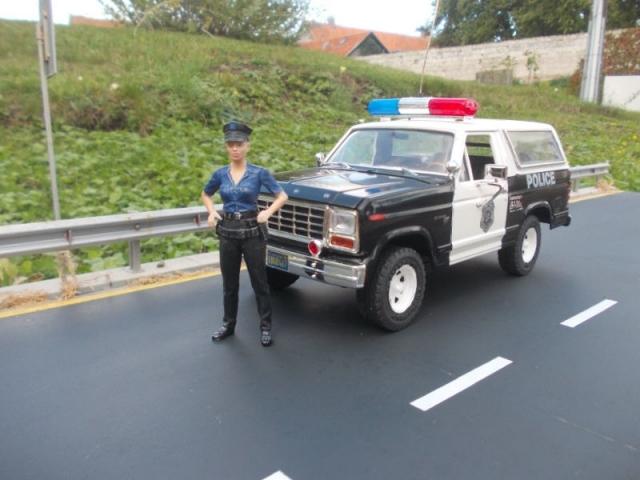 Ford Bronco police Dt5a7k