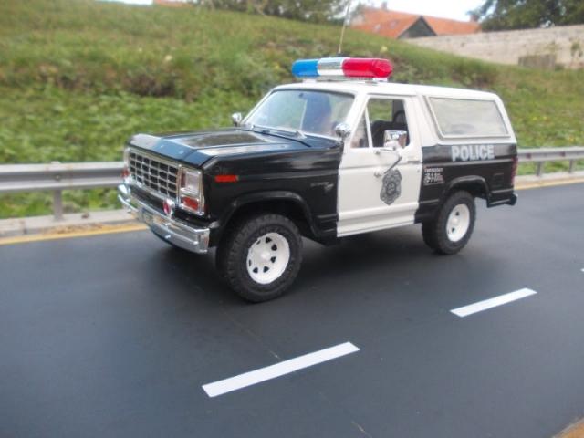 Ford Bronco police P7ln5d
