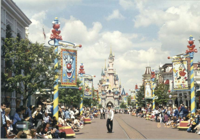 Anciennes Parades des Resorts Américains 8hfned