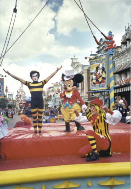 Anciennes Parades des Resorts Américains Mwxzyy